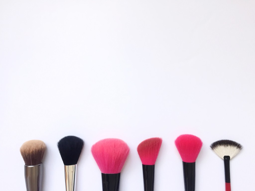 how to clean my makeup brushes with shampoo